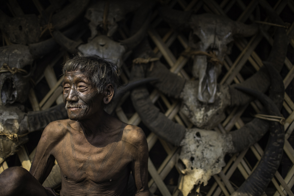 03f444324 The last head hunters, konyak tribe (Portraits by Anthone Pappone ...